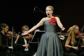Singer w:orchestra